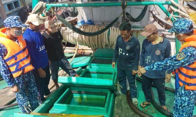 Vietnam: La Guardia Costera detiene un buque pesquero que transportaba 90.000 litros de fuel oil ilegal