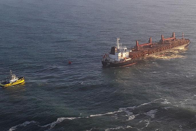 El buque de China Navigation Company averiado en Nueva Zelanda sera remolcado para su posterior reparación