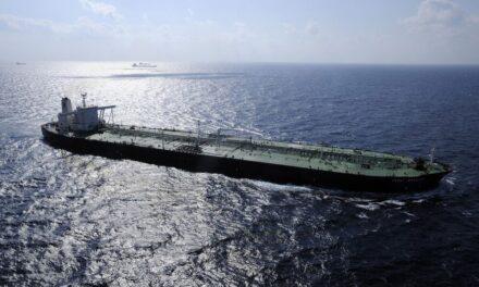 EE.UU. intensifica las sanciones al transporte de petróleo y gasolina