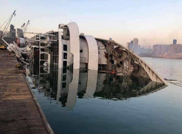 "El crucero ""Orient Queen"", ex ""Vistamar"", hundido en Beirut"