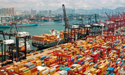 El puerto de Shangai alcanza un volumen récord de contenedores en julio
