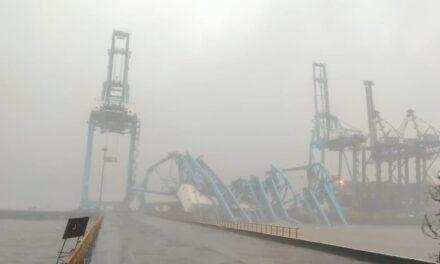 India: 3 grúas de alta capacidad se estrellan en el puerto de Jawaharlal Nehru debido a las fuertes lluvias