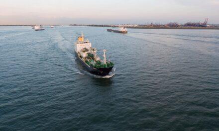 Japón inaugura el buque tanque de LNG y VLSFO