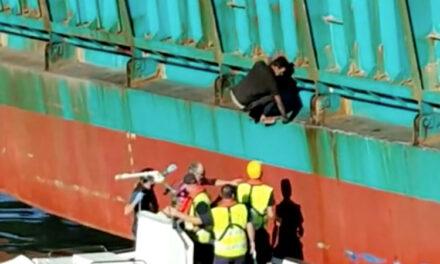 """Un polizón llega a Málaga en la rampa del ferry """"Nápoles"""""""