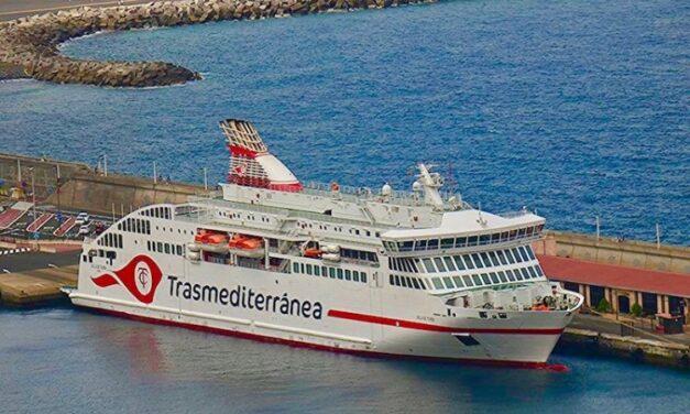 Viaje especial de Naviera Armas para el retorno de la UME a Tenerife