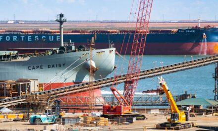 Barco granelero afectado por COVID-19 zarpa hacia Filipinas