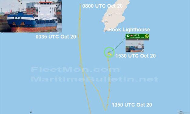 Buque de carga alemán inutilizado está esperando ser remolcado en Hook Head, Irlanda