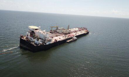 El buque petrolero FSO Nabarima en peligro de hundirse con casi 1,3 millones de barriles de petróleo a bordo