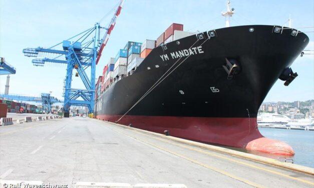 El YM Mandate se trasladó para reparaciones en el puerto de Nueva York