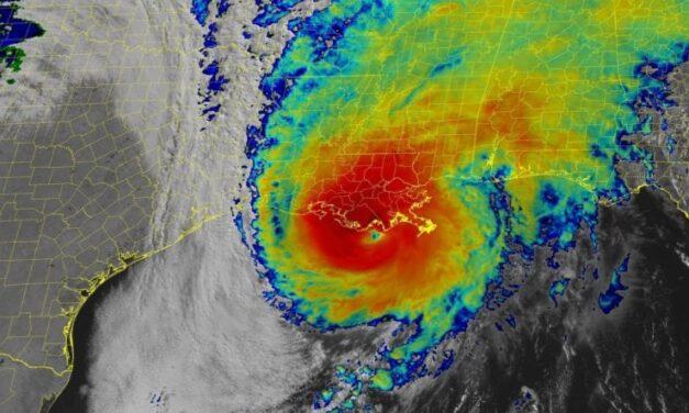 El huracán Zeta ruge en la costa de Luisiana