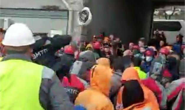 El presidente de la FESCO fue atacado mientras la huelga del puerto de Vladivostok toma un giro feo