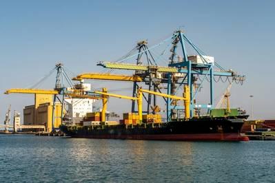 Manifestantes bloquean el puerto de la terminal de contenedores de Sudán