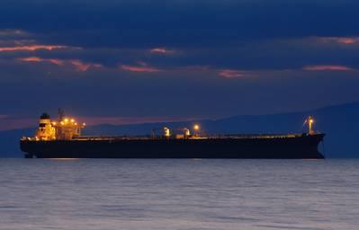 Petróleo venezolano transferido de barco a barco en un nuevo punto del Caribe