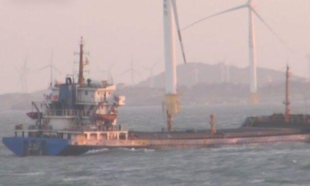 Tripulación evacuada de un buque carguero chino en apuros