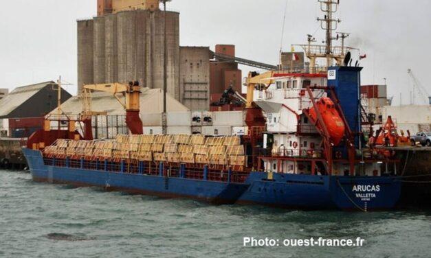 Escala de emergencia en puerto después de un cambio en la carga, probablemente pérdida de la misma (Francia)