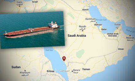Un petrolero aframax fue presuntamente alcanzado por un artefacto explosivo en  Arabia Saudita