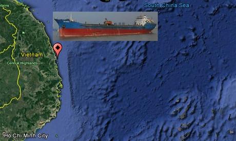China: 10 marinos fueron rescatados de un buque de caga escorado en el mar del sur