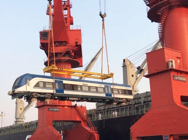 Grupo EFE: A bordo del «Maltaca Arrow» zarparon desde China seis trenes que operarán en el sur de Chile