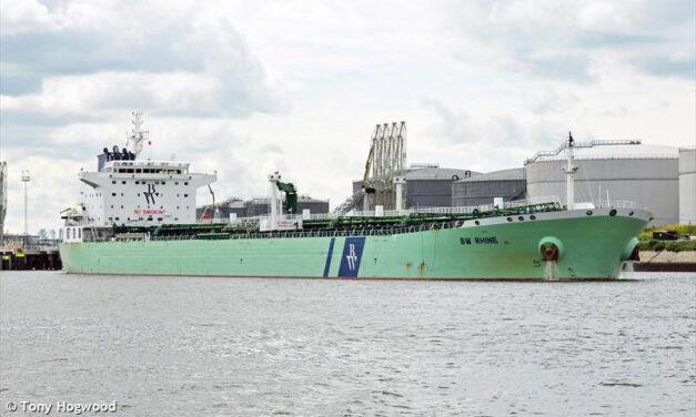 Hafnia confirma que el buque cisterna BW Rhine fue alcanzado por una explosión en Arabia Saudita