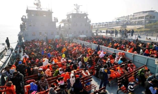 Buques de la Marina de Bangladesh reubican a 1700 rohingyas en una isla deshabitada