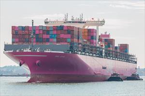Completan descarga de 126 contenedores desde el ONE Apus en el Puerto de Kobe