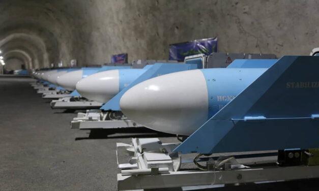 La Guardia Revolucionaria  de Irán inauguran una base subterránea de misiles para la armada en el Golfo