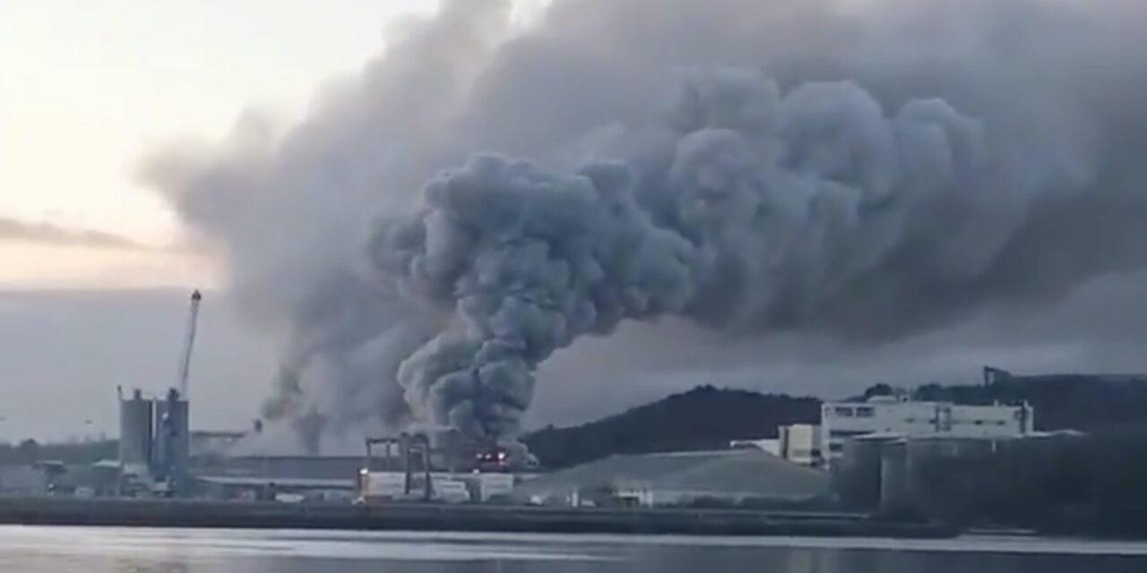 Irlanda: Incendio en el puerto de Cork fue controlado