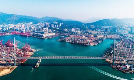 Operadores portuarios de Hong Kong buscan recuperar su posición como el centro de transporte marítimo más activo del mundo