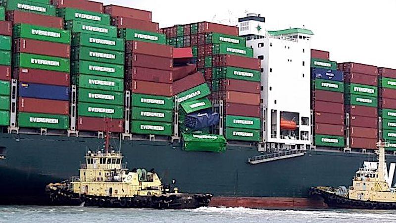 Buque de Evergreen pierde 36 contenedores en Japón