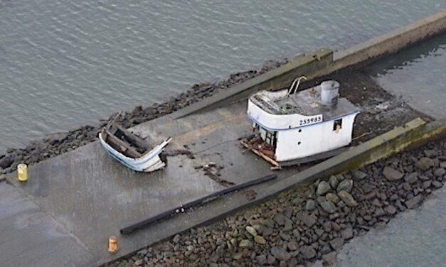 California: Tres personas rescatadas del naufragio de un barco de pesca de cangrejos