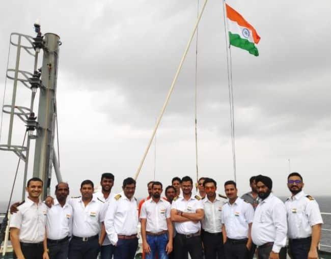 23 marinos varados del «MV Jag Anand» desembarcan en Cochin