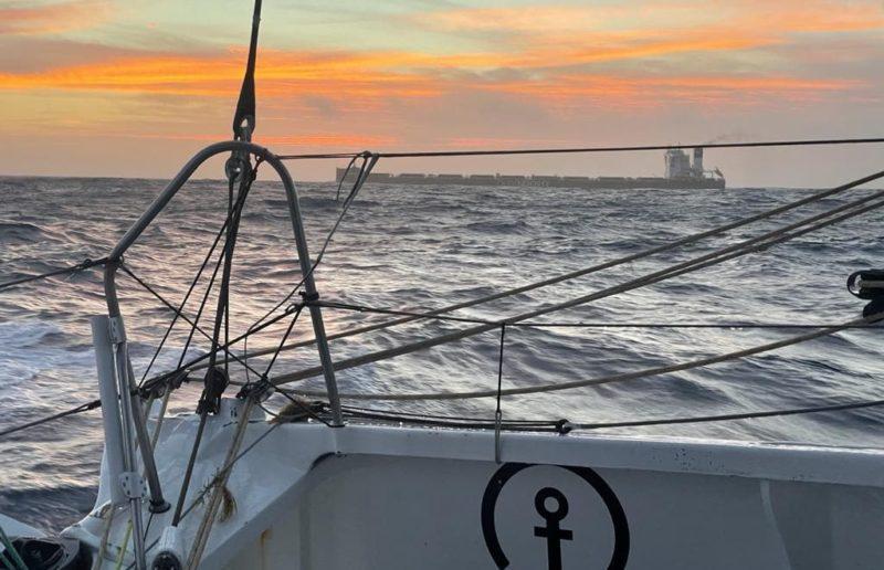 Patrón de la Vendee Globe comenta que el capitán de un granelero «necesitó ser convencido» en una situación de cruce en alta mar