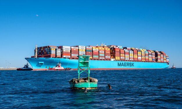 Los Angeles-Bound Maersk Essen pierde unos 750 contenedores por la borda