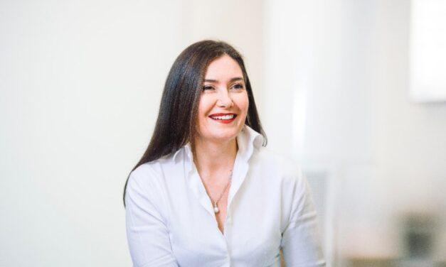 Cathrine Armour, Jefa de Atención al Cliente, explica cómo la UKHO se ha adaptado y ha evolucionado con la continua digitalización de la industria marítima