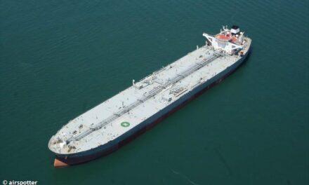 Estados Unidos vende el combustible iraní incautado y otro cargamento en camino