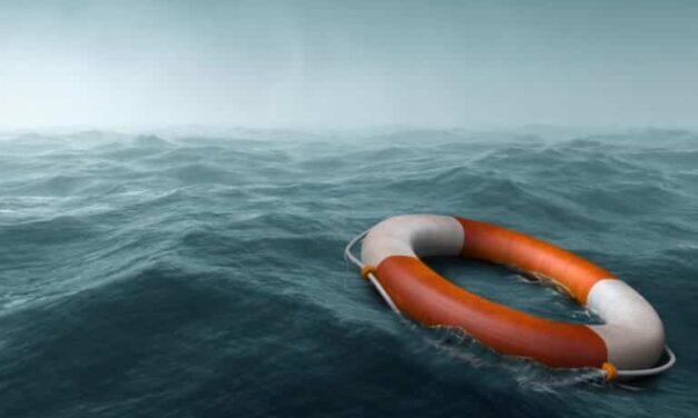 Un marino de 52 años sobrevive 14 horas en el Pacífico sin chaleco salvavidas