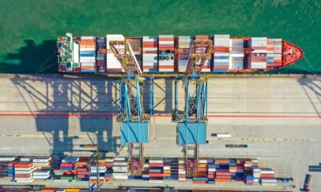 El comercio mundial de mercancías se redujo alrededor de un 20% en 2020; el comercio de servicios cayó aproximadamente un 24%.
