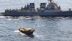 Costa de Somalia: Un destructor de la Armada de EE.UU. incauta  un alijo de armas a bordo de dos  dhows