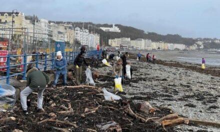 La plataforma de cartografía de la contaminación oceánica de Eyesea se despliega en la primera limpieza costera de basura y desechos