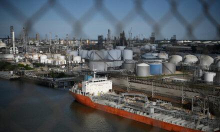 Los buques petroleros que transportan gasolina europea se desvían a Texas para aliviar la escasez de suministros