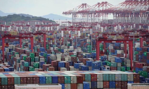 Los armadores advierten de que no deben abusar de los precios de los cargadores con el caos de Suez