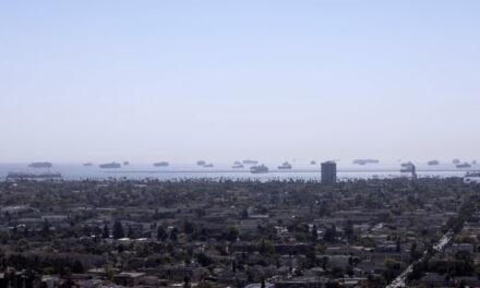 La congestión de los puertos de la costa oeste de EE.UU. podría durar hasta la temporada más alta del verano