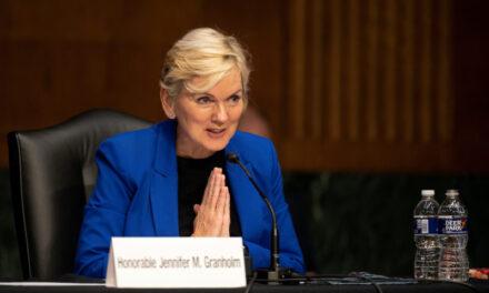 El Secretario de Energía de EE.UU. pide a las empresas petroleras y de gas que adopten la transición ecológica o que se arriesguen a quedarse en el olvido