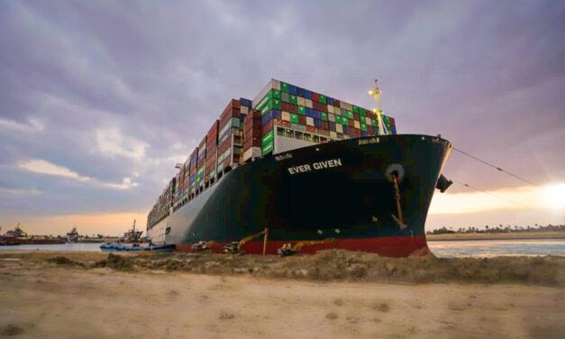 Los familiares de los marinos indios varados a bordo del buque «Ever Given» siguen sufriendo