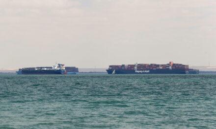 La economía mundial se prepara para la última sacudida de la cadena de suministro en Suez