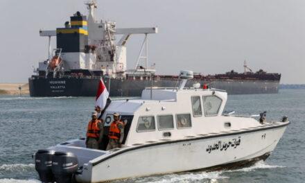 Los convoyes se reanudan mientras el Canal de Suez se apresura a despejar el enorme atasco de buques