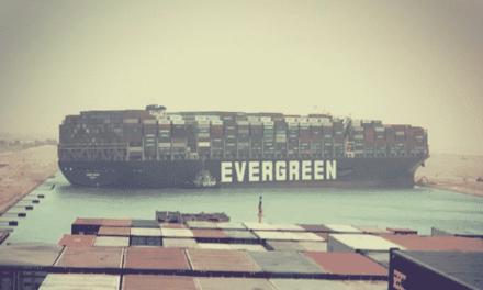 El jefe del Canal de Suez insinúa que el capitán tiene la culpa de que la MV se haya encallado en tierra