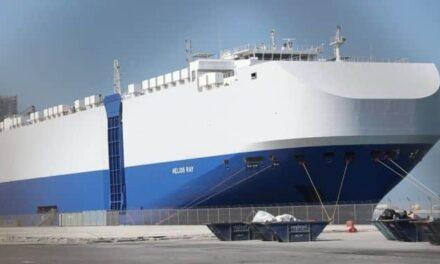 Un buque israelí averiado por una explosión atraca en Dubai para ser investigado y reparado