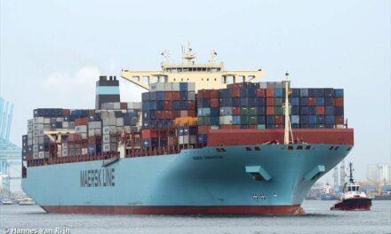 El Maersk Eindhoven zarpa hacia Los Ángeles tras la pérdida de carga del mes pasado