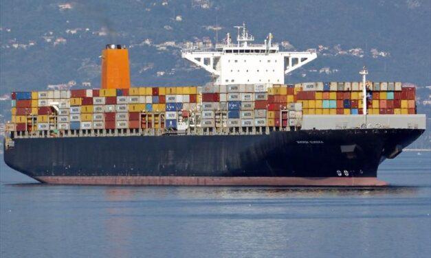 El buque portacontenedores de Maersk se avería en el Océano Pacífico